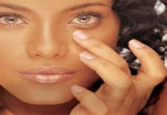 Ação clareadora de olheiras, com melhora na firmeza e no tônus da pele. Previne e combate o inchaço e as bolsas na área dos olhos.